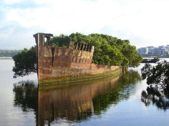 Barco abandonado; Sydney, Australia - Créditos: AndyBrii