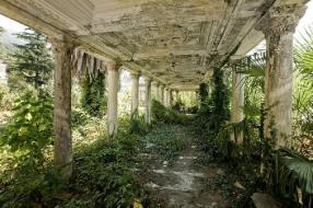 Estación de tren abandonada en Abjasia, Georgia - Créditos: Ilya Varlamov