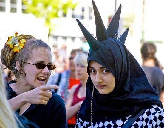 Es duro ser musulmana y punk / it's hard being muslim and punk