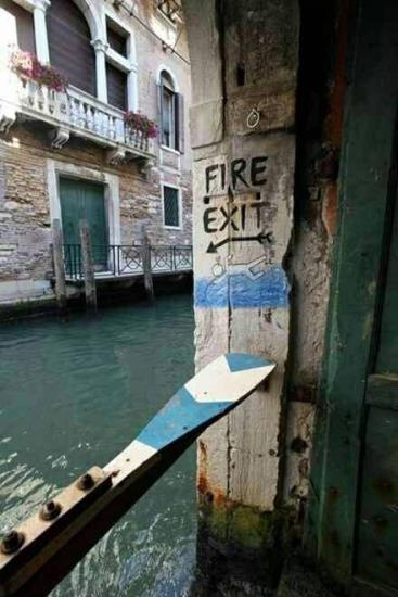 Salida de incendios / Fire exit