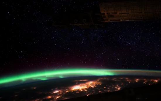 Auroras boreales y australes desde el espacio / Aurora Borealis and Aurora Australis from Space