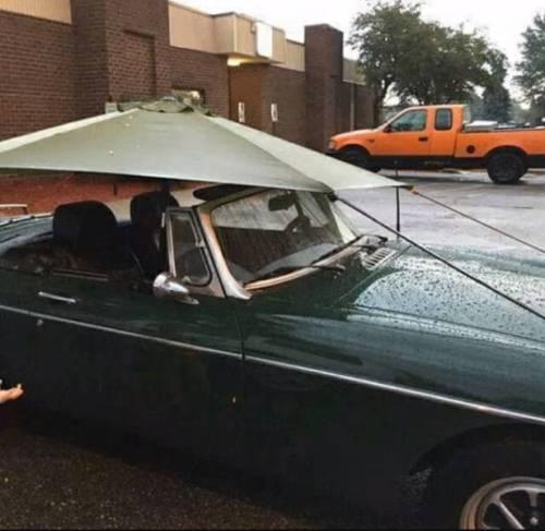 Compre un descapotable. ¡Va a ser genial! / Buy a convertible. It will be cool!