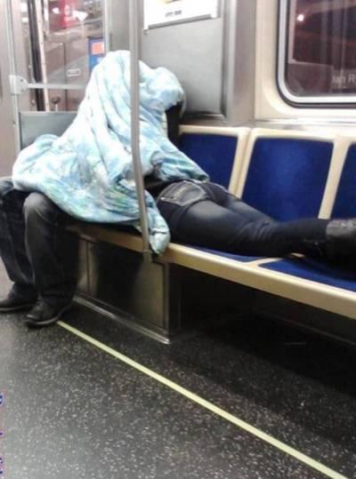 Tal vez él le está leyendo una historia de miedo / Maybe he's reading her a scary story