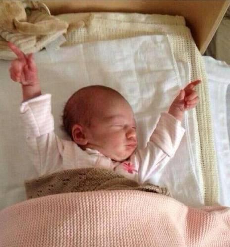Cuando te despiertas en mitad de la noche y te das cuenta de que todavía tienes tiempo para dormir / When you wake up in the middle of the night and realize you still have time to sleep