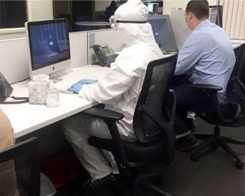 Yo cuando alguien estornuda en la oficina / Me when someone sneezes in the office