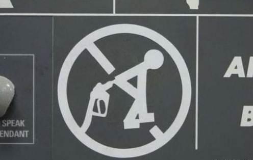 Por favor, no se sodomice con la manguera de la gasolina / Please do not sodomize yourself with the gas pump