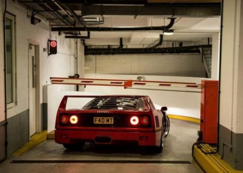 Compra un Ferrari, nunca más pagarás el parking / Get a Ferrari, you'll never pay for parking again