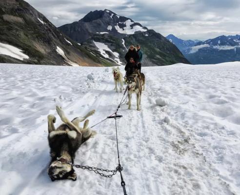 Rueda pinchada en Alaska / Flat tire in Alaska